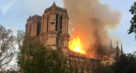Incêndio atingiu histórica Catedral de Notre-Dame em Paris. Crédito: Sputinik Brasil.