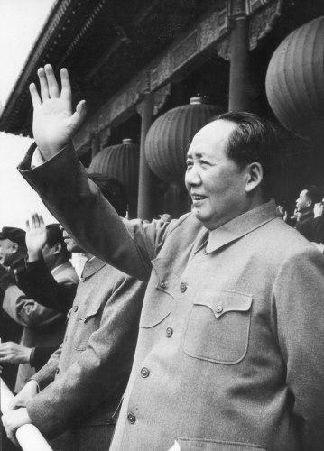 Principal teórico marxista chinês, soldado e estadista que liderou a revolução comunista de seu país. Mao foi o líder do Partido Comunista Chinês (PCC) de 1935 até sua morte e foi presidente (chefe de estado) da República Popular da China. Crédito: Encyclopaedia Britannica.