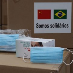 A comunidade chinesa doou 150 mil máscaras à Prefeitura Crédito: Hudson Pontes/Prefeitura do Rio.