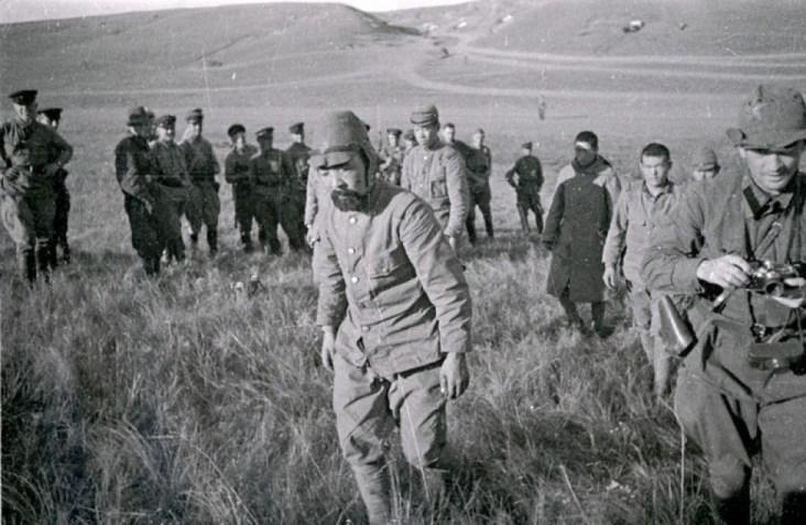Tropas soviéticas, aliadas do exército de libertação chinês, em especial com os comunistas chineses vencem as tropas japonesas que ocuparam a Manchúria durante a Segunda Guerra Mundial. Crédito: https://thesanghakommune.org/
