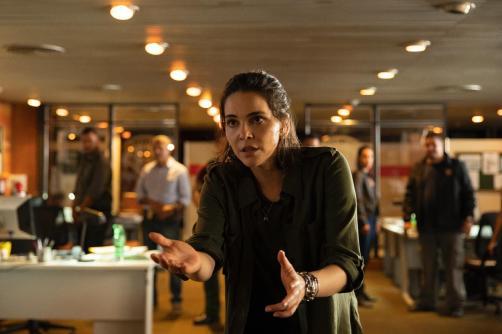 Tainá Müller em cena da série 'Bom Dia, Verônica'. Crédito: Suzanna Tierie/Netflix/Uol Entretenimento.