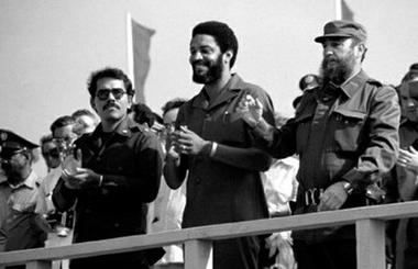 Daniel Ortega (Presidente de Nicaragua), Maurice Bishop (Presidente del Gobierno Popular revolucionario de Granada) y Fidel Castro.