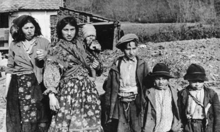 Efemérides: Matanza de 800 niños gitanos en el campo de Auschwitz.