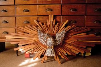 """""""Este Espíritu Santo de madera fue hecho a mano en Salvador de Bahía. Es una obra de arte más allá de lo religioso. Para traerlo tuvimos que despacharlo y la funcionaria de la aduana dijo que nos iba a proteger a todos"""""""