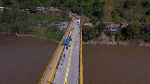 Habilitan paso de vehículos pesados en puente de Irra, en Risaralda
