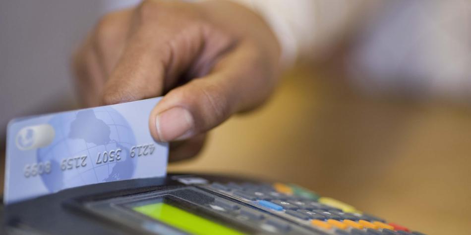 Proyecto de ley busca bajar tasas de interés para tarjetas de crédito