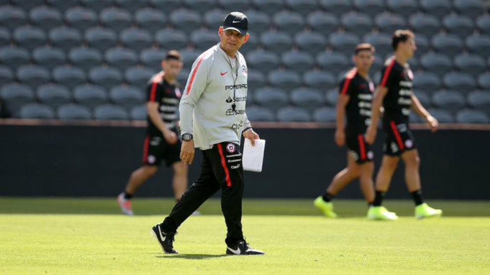 Reinaldo Rueda defiende a sus muchachos: «A todos los borrachos de Chile los pasaron por encima»