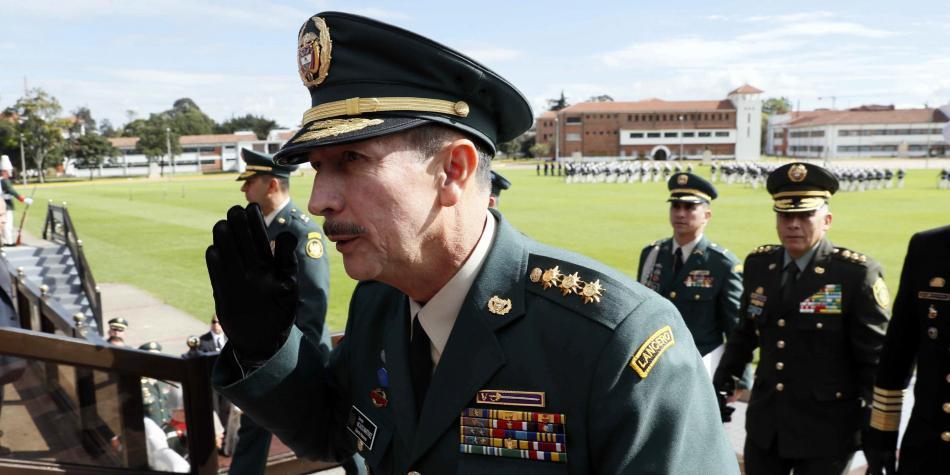 Fiscalía investigará a excomandante del Ejército por 'chuzadas'