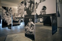 Erick Beltrán.El doble de las mil caras (2016). Vista de exposición P/ Saladrigas. Cortesía de la Galería Joan Prats