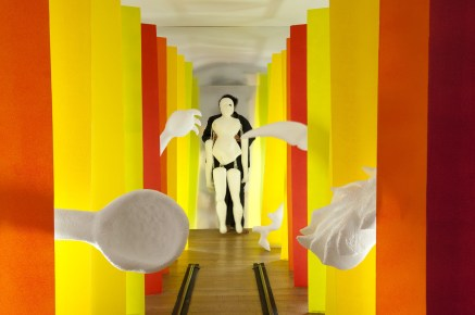 Naufus Ramírez-Figueroa, Illusion of Matter, imagen de un vídeo de la performance, BMW Tate Live: Performance Room, Tate Modern, Londres, 3 Diciembre 2015 Co-comisionado por If I Can't Dance, I Don't Want To Be Part Of Your Revolution y Tate Modern, cortesía del artista.