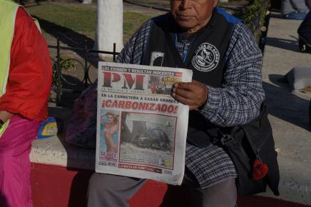 PM 2010, 2012 Teresa Margolles Libro (colección de primeras páginas)