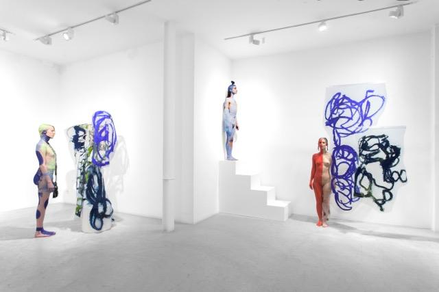 Donna Huanca. LENGUA DE BARTOLINA SISA. Performance view. Photo: Carlos Álvarez. Courtesy Travesía Cuatro Gallery y Donna Huanca