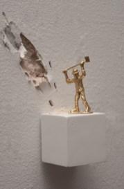 Liliana Porter. Man with Axe (Bronze), 2015 Instalación. Cortesía de la artista