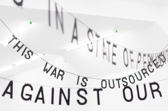 Maya Saravia, This is a war, 2017, Paper and cord. Imágenes por cortesía de Rodríguez Gallery