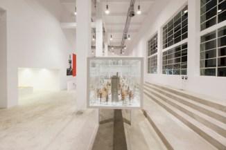 Vista de la instalación. Foto: Andrea Guermani. Cortesía de la Fondazione Merz