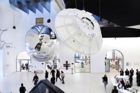 Tomás Saraceno, Aeroke, 2017. Exposición Gravity. Immaginare l'Universo dopo Einstein, MAXXI Roma © Foto Cecilia Fiorenza, 2017