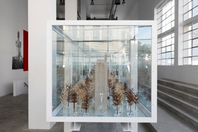 """Carlos Garaicoa, """"El palacio de las tres historias"""" (2017). Exposición """"El Palacio de las Tres Historias"""", CGAC, 2018. Imagen cortesía del CGAC"""