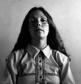 Graciela Iturbide, Self-portrait with the seri, 1979. Imagen cortesía del Centro de Arte Alcobendas