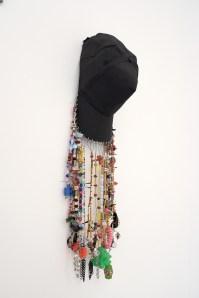 Diana Aisenberg, Cachucha. Cachucha, joyas y objetos diversos montados sobre hilo, 2017