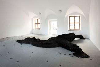 """Vista de la exposición """"Laura Lima, A Room And a Half"""", Ujazdowski Castle Centre for Contemporary Art. Foto: Bartosz Górka"""