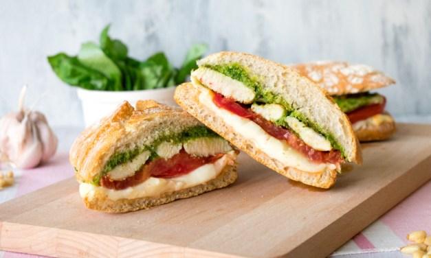 Sandwich caprese de pollo