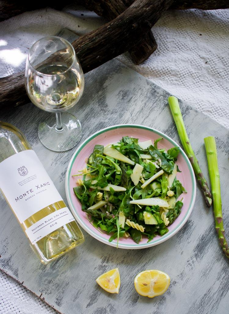 Platillos de verano: ensalada de manchego y espárragos con Monte Xanic Viña Kristel