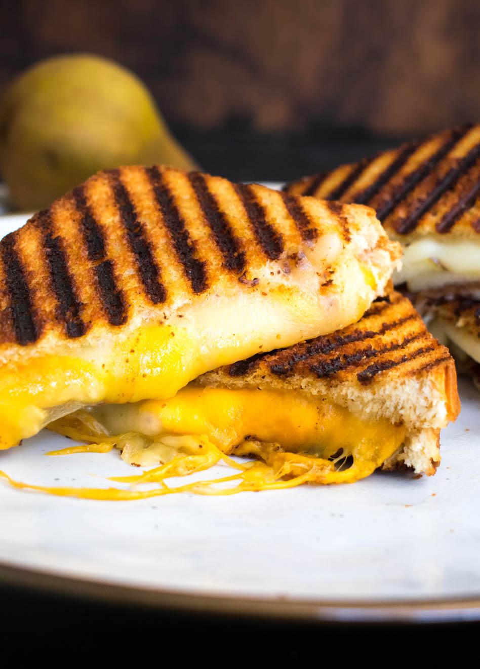 Grilled cheese de tres quesos