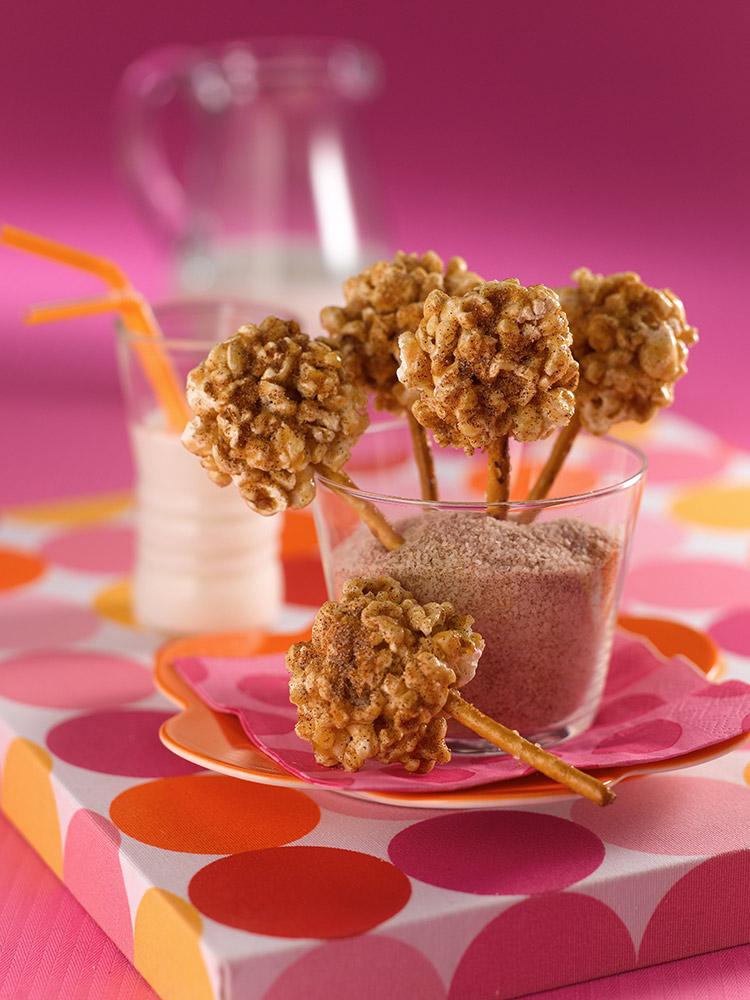 Paletas de palomitas de maíz dulces, con azúcar morena y canela