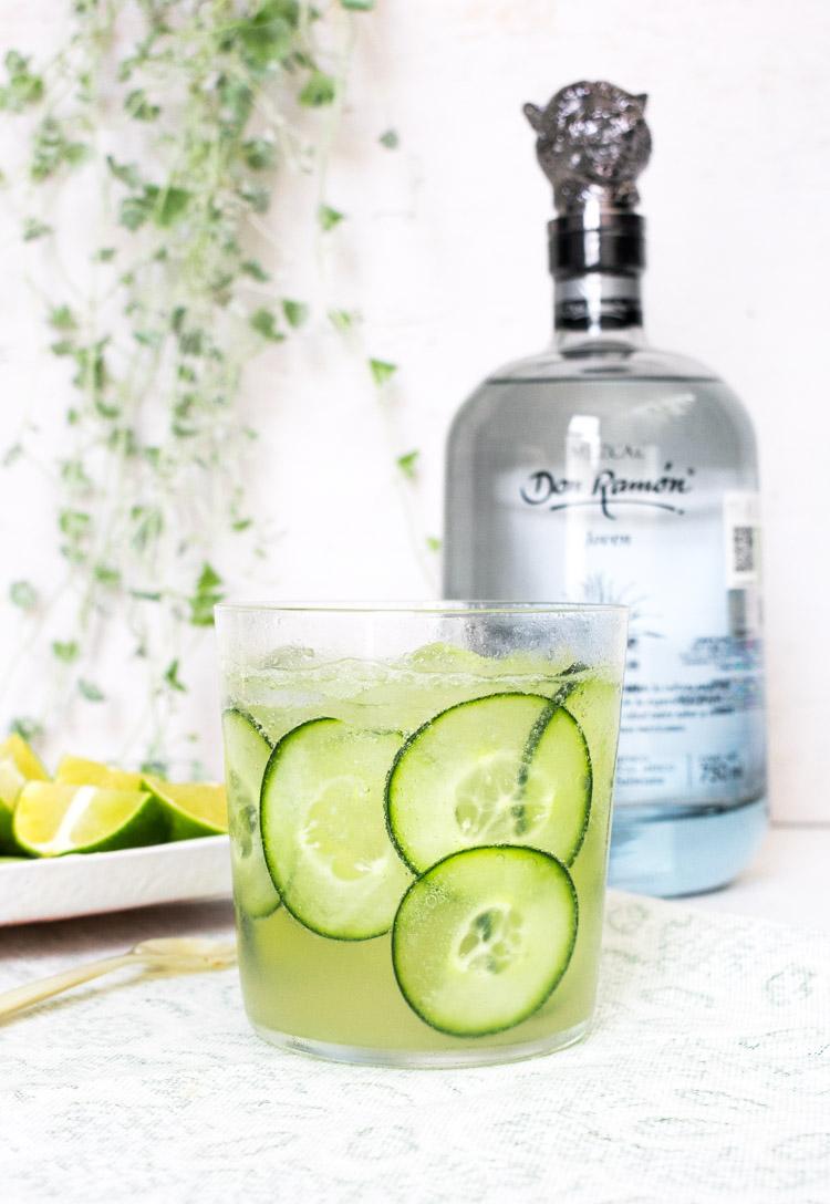 Coctel de mezcal y pepino cucumber fresh