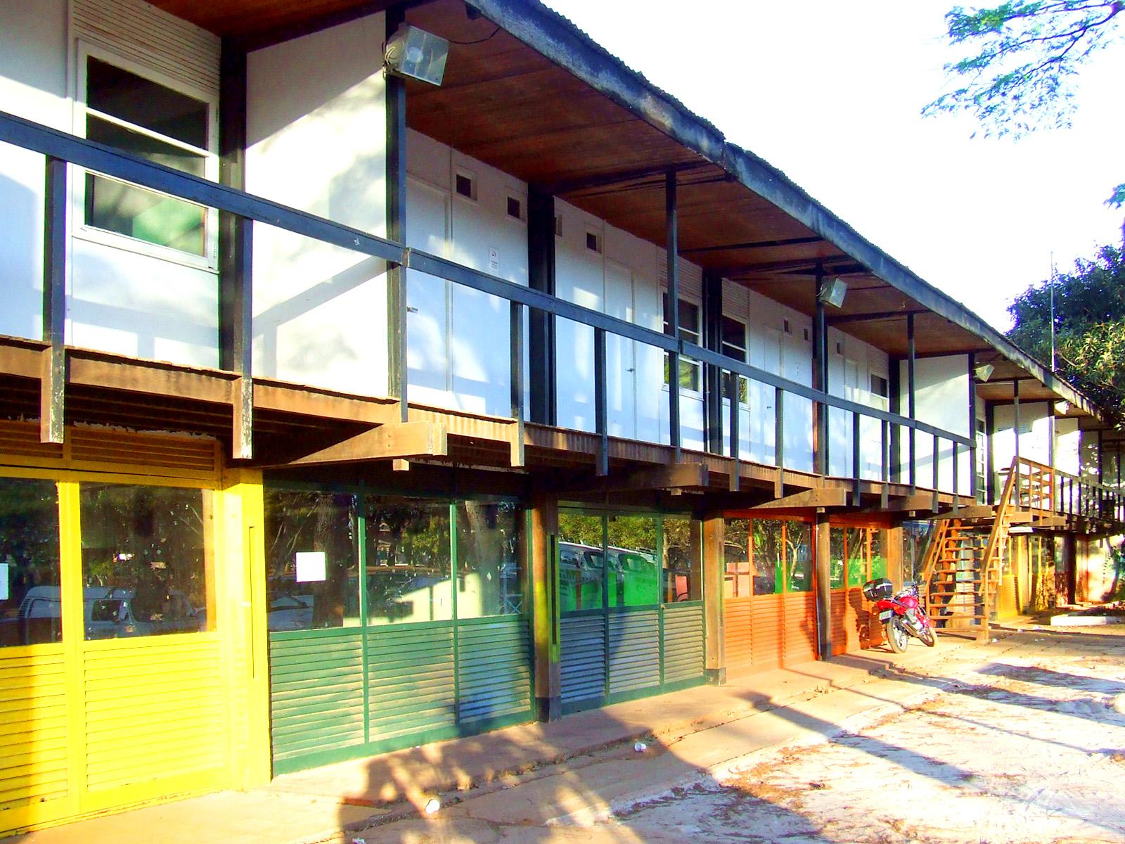 Alojamentos da UnB feitos usando sistema padronizado de construção (Sérgio Rodrigues, 1962)