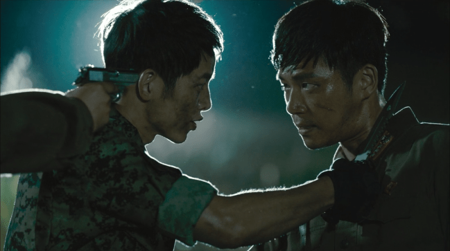 "Yoo Shi Jin (Song Joong Ki) e An Jeong Joon (Ji Seung Hyun), de ""Descendants of the Sun"""