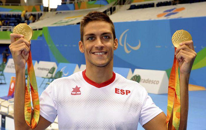 Israel Oliver posa con sus dos medallas de oro. Javier Regueros / Comité Paralímpico Español