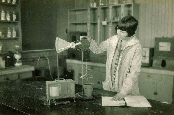 Student performing botany experiment, The University of Iowa, 1920s. https://flic.kr/p/dg6XDb