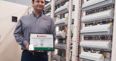 Engerey Painéis recebe certificação da Schneider Electric