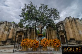 La capilla inconclusa del Panteón General en Oaxaca. La cruz central data del siglo XVI.