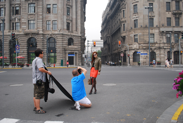 Modelo en las calles de Shanghai.