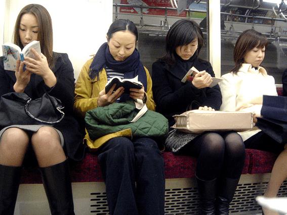 Una escena común en el metro. © Aurelio Asiain.
