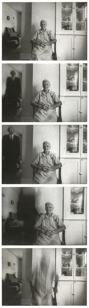 """Duane Michals, """"La muerte llega a la anciana""""."""
