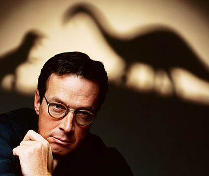 Michael Crichton y sus criaturas. Foto © Douglas Kirkland / CORBIS.