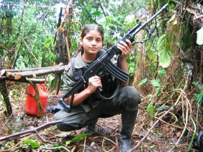 Adolescente guerrillera de las FARC.