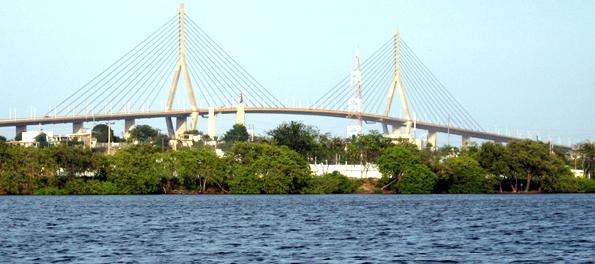 El río Pánuco bajo el puente Tampico.
