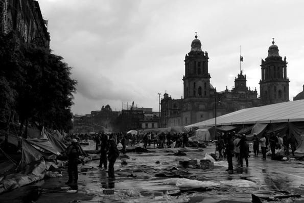 El Zócalo de los maestros. Foto © Canek Sánchez.