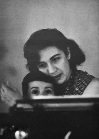 Escritora y madre.