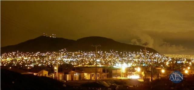 Cae la noche en Tijuana.