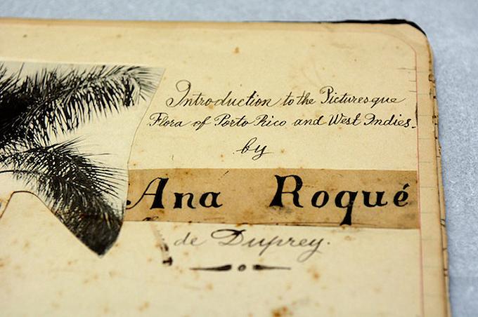 Imagen de una de las portadas de los cuadernos, ilustrada por Ana Roqué de Duprey, y donde se aprecia su extraordinaria caligrafía. Foto por Juan Costa | Centro de Periodismo Investigativo.