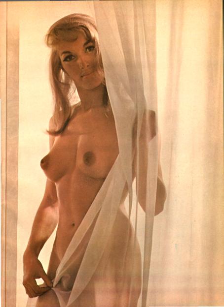 Katey Andress, hermana de Ursula, en las páginas de Caballero.