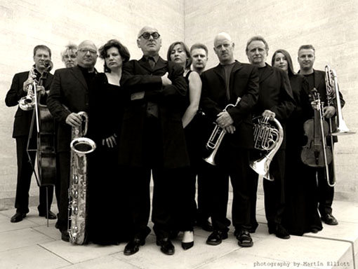 Nyman y su banda. Foto © Martin Elliott.