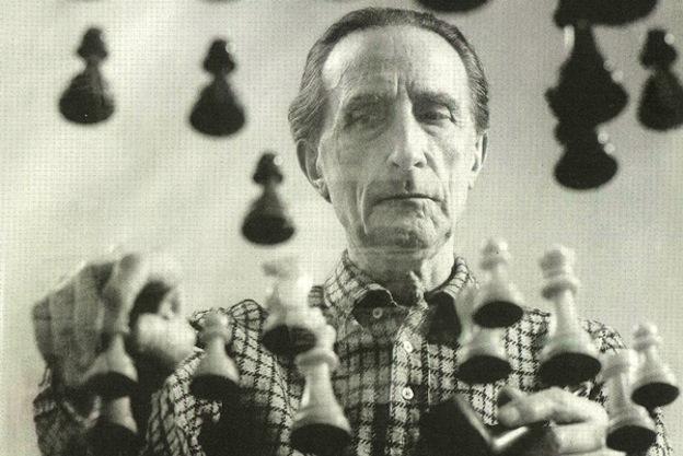 Duchamp interpreta a John Cage en Toronto, 1968. Foto @ zettelmagazine.com