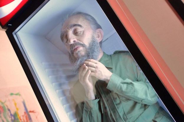 Fidel en la nevera. Obra de Eugenio Merino. Art Basel, 2012.