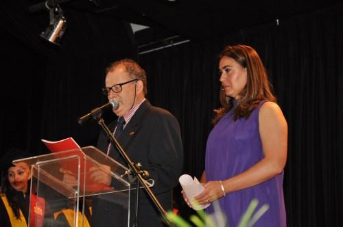 La profesora Violeta Ariza y el Profesor Alfonso Pimetel se encargaron de presentar el acto